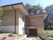 SENIGALLIA: Prime colline, villa singola mq. 130 su unico livello + dependance mq. 60 e corte recintata ha. 2.00