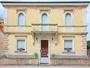 CASA A SENIGALLIA: Tra il centro e il mare, villa signorile di inizio '900 di mq. 240 su 2 livelli + cantina e corte. - EURO 350.000