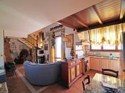 APPARTAMENTO A TRECASTELLI: Passo Ripe, secondo piano, mq. 70 (soggiorno/cucina, camera, bagno) + soppalco mq. 30 (monolocale con bagno) ed ampio garage. Arredato. - EURO 130.000,00.