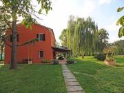 CASA A OSTRA: Casa ex colonica di mq. 240 su due livelli, con terreno piantumato di circa 4 ettari (ulivi e alberi da frutto). € 450.000,00.