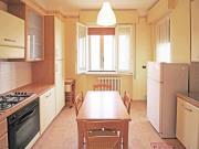 APPARTAMENTO A SENIGALLIA : Sul Lungomare di Ponente appartamento di mq 85 al terzo piano di piccolo condominio ( soggiorno con balcone, cucina con balconcino, 2 matrimoniali, ripostiglio, bagno con doccia) + garage.