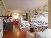 APPARTAMENTO A SENIGALLIA: Zona Viale dei Pini, mq. 120 al secondo ed ultimo piano (sala, cucina, 3 camere, 2 bagni + cameretta con bagno al piano terzo) con ampi terrazzi, garage e cantina