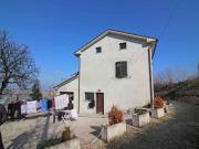 SINGOLA A OSTRA: Casa singola mq. 150 + garage mq. 50, soffitta e mq. 1.000 giardino, in ottime condizioni - Euro 150.000,00.