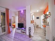 APPARTAMENTO A SENIGALLIA: Vivere Verde, mq. 60 (soggiorno, cucina, camera, bagno) + ampio terrazzo abitabile, terrazzino verandato e posto auto coperto - COMPLETAMENTE RISTRUTTURATO NEL 2014. Possibilità di acquisto anche arredato.