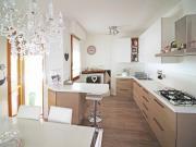 APPARTAMENTO A SENIGALLIA: Zona Saline, terzo piano di mq 102 (soggiorno con terrazzo, cucina con terrazzo, tre camere, due bagni) + soffitta e garage € 350.000,00