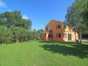 CASA A TRECASTELLI: Vista mare, singola di mq. 246 su 2 livelli (soggiorno, cucina, studio, cantina, 4 camere, 2 bagni) + balconi, mq. 50 dependance e mq. 1.800 corte