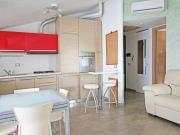 APPARTAMENTO A SENIGALLIA: zona Ciarnin, secondo piano di mq. 80 (soggiorno/cucina, 2 camere, bagno) + garage e posto auto condominiale assegnato. Pannelli fotovoltaici. Arredato. Eu 180.000,00.