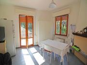 APPARTAMENTO A OSTRA: primo piano di mq. 172 (soggiorno, cucina, tinello, 3 camere, studio, due bagni) + balcone di mq. 43 e garage. Eu 190.000,00.