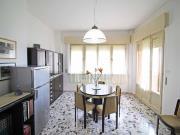 APPARTAMENTO A SENIGALLIA: Lungomare di Levante, zona Ciarnin, secondo piano, mq. 81 (soggiorno, cucina, 2 camere, bagno) + 2 balconi - AFFACCIATO SUL MARE
