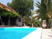 CASA SINGOLA: In aperta campagna tra Marotta e Fano, casa di mq 250 complessivi su due livelli con terrazzo di mq 50, giardino di mq 1500 e piscina. Completamente ristrutturata nel 2000. € 335.000,00.