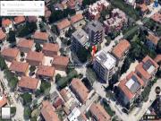 APPARTAMENTO A SENIGALLIA : In zona Portone appartamento di mq 119 al primo piano (salone, cucina, camera matrimoniale, camera media, studio, bagno) + balconi e posto auto esterno riservato. € 210.000,00.