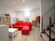 APPARTAMENTO A SENIGALLIA: Centrale, appartamento su 2 livelli di mq. 119 (soggiorno, cucina, 2 camere, 2 bagni). Ristrutturato recentemente con finiture di qualità. Possibilità di acquisto già locato, ottimo anche ad uso investimento. Eu. 250.000,00 tratt.