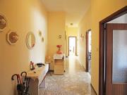 APPARTAMENTO A SENIGALLIA: zona Borgo Ribeca, primo piano di mq. 90 (soggiorno, cucina, due camere, bagno) + tre balconi e posto auto esterno assegnato - EURO 130.000,00