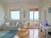 MARINA DI MONTEMARCIANO: Fronte mare, secondo ed ultimo piano di mq. 80 (soggiorno, cucina, tre camere, bagno) + 3 balconi, due posti auto esterni e cantina. Arredato.