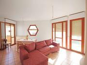 APPARTAMENTO A SENIGALLIA: Zona Cesanella, mq. 82 al secondo piano (soggiorno, cucinotto, due camere, due bagni) + terrazzino, soffitta e garage. Eu. 190.000,00.