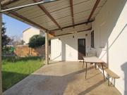 SINGOLA A SENIGALLIA: Fronte mare sul lungomare Mameli, casa singola di mq. 73 (soggiorno, cucina, due camere, bagno) + pergolato e ampia corte. Eu. 250.000,00.