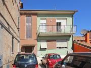 CASA A OSTRA: zona Casine di Ostra, casa singola mq. 168 su due livelli, divisa in due appartamenti + soffitta, garage mq. 68 e mq. 184 corte esclusiva. Da ristrutturare. - Euro 155.000,00.