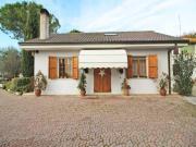 CASA A SENIGALLIA: zona Bettolelle, casa singola di mq. 150 + soffitta mansardata di mq. 136, porticato di mq. 35 ed ampia corte esclusiva.