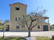 CASA AD OSTRA: In posizione panoramica, antica torre colombaia di mq. 345, ristrutturata nel 1990, con annessi, mq. 200 rimessa e mq. 4.000 terreno ampliabile
