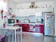 APPARTAMENTO A SENIGALLIA : zona Bettolelle, primo piano, mq 60, ingresso, sala/cucina openspace, bagno, camera, doppi vetri, zanzariere, aria condizionata in tutti gli ambienti + garage e lavanderia. EURO 135.000,00