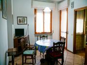 APPARTAMENTO A SENIGALLIA : zona Cesanella, terzo piano, 85 mq (sala con cucinotto, 2 camere matrimoniali, 1 cameretta, 1 bagno). Garage + ascensore. EURO 180.000,00