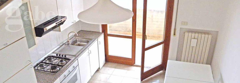 Fotografia principale Immobile[SV03052]: APPARTAMENTO A SENIGALLIA : Cesanella , in piccolo condominio appartamento di mq 70 su due livelli (soggiorno, cucina, 2 camere, 2 bagni) + mq. 38 terrazzi, cantina di proprieta', con ascensore e con ingressi anche indipendenti € 160.000,00