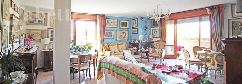 Fotografia principale Immobile[SV04012]: APPARTAMENTO A SENIGALLIA: zona Piano Regolatore, secondo piano di mq. 150 (soggiorno, cucina, tre camere, due bagni) + tre balconi, cantina e garage - EURO 350.000,00