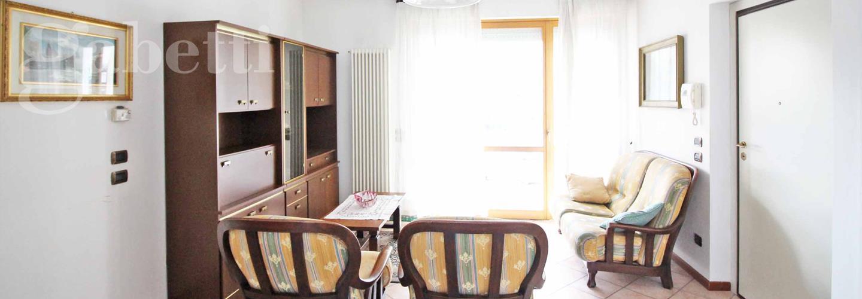 Fotografia principale Immobile[SV04185]: APPARTAMENTO A SENIGALLIA: Zona Via Capanna, ingresso indipendente piano terreno mq. 83 (soggiorno/cucina, 3 camere, bagno con vasca e doccia) + garage, cantina ed ampia corte in uso esclusivo