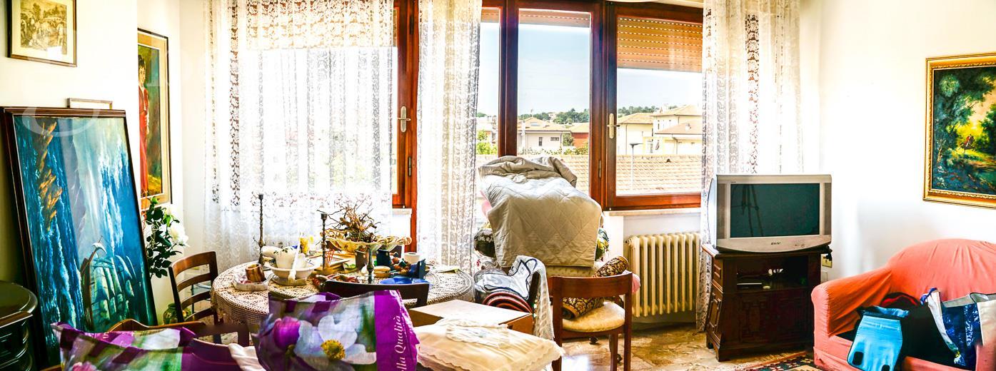 Fotografia principale Immobile[SV04221]: APPARTAMENTO A SENIGALLIA : tra centro e mare, 2 piano, 100 mq (soggiorno, cucina, 2 camere matrimoniali, studio, bagno, due terrazzini vista mare) + garage. EURO 185.000,00